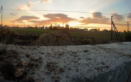 Dzień 10 - 14 - fundamenty pod domem gotowe