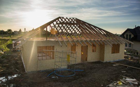 Dzień 25 - 27 - konstrukcja dachu i szambo
