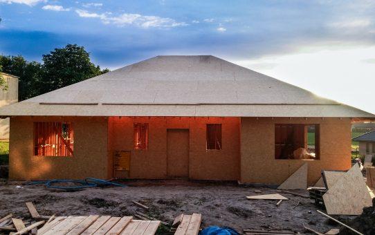Dzień 30 - 32 - podpory krokwi i montaż OSB na dachu