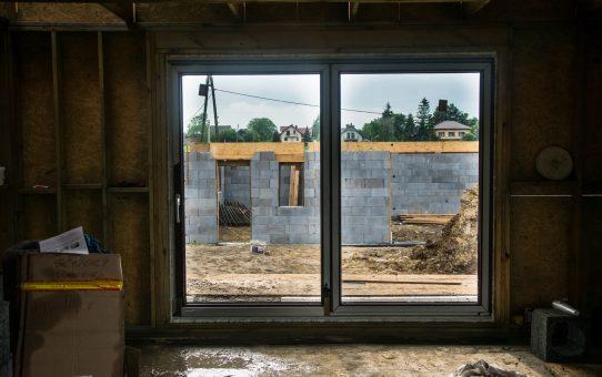 Dzień 38 - Przełom - wstawiamy okna i drzwi