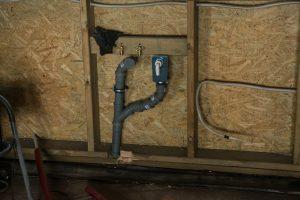 kanalizacja pod zlewem w domu szkieletowym