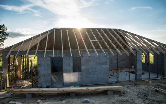Dzień 52, 53 – Rozdzielnia elektryczna i dach