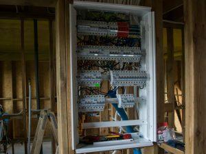 Rozdzielnia elektryczna w domu szkieletowym