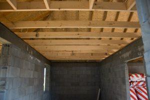 belki stropowe w garażu