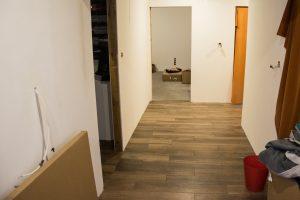 Płytki podłogowe w korytarzu