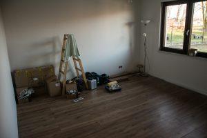 panele podłogowe w domu szkieletowym
