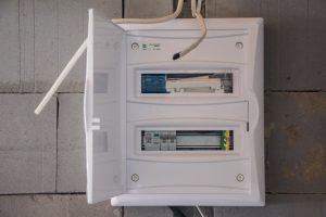 prąd i oświetlenie w garażu