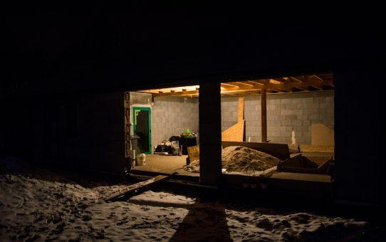Tymczasowe oświetlenie w garażu