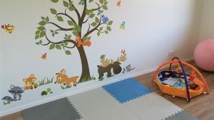 pokój dziecka - naklejki na ścianę