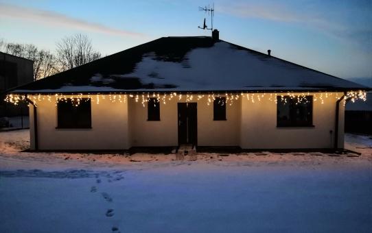 Oświetlenie domu i ozdoby świąteczne